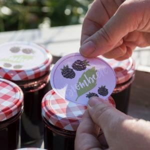 Handgezeichnete Etiketten für Brombeeren-Konfitüre